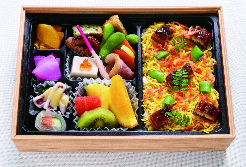 おすすめの弁当【豪華二段弁当】配達可能 福井の素材をふんだんに使った上品な味わいを楽しめます